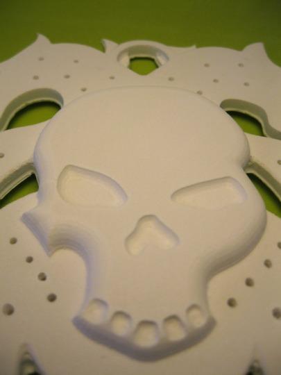 Crâne : un porte-bijoux en PVC Cellulaire